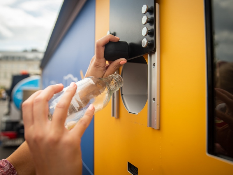 W Warszawie pojawiły się automaty do zbiórki puszek i butelek