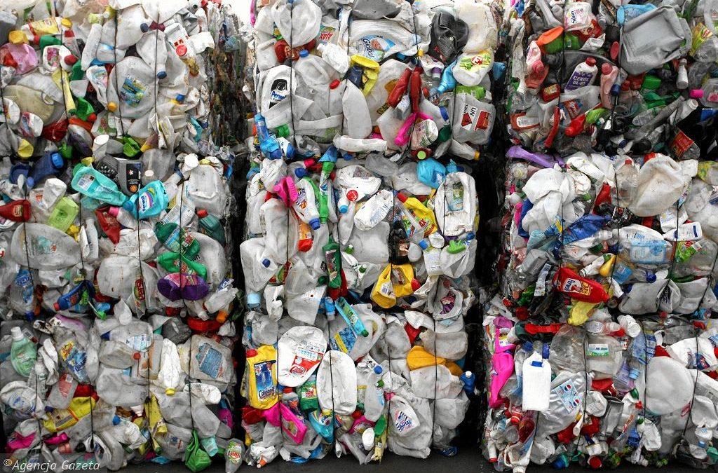 Nie segregujesz śmieci? Zapłacisz nawet cztery razy więcej. Przepisy przyjęte