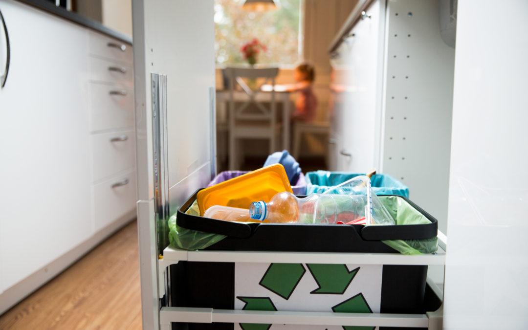 Polacy nie wiedzą, gdzie wyrzucać plastik. Ale 90 proc. deklaruje, że segreguje odpady