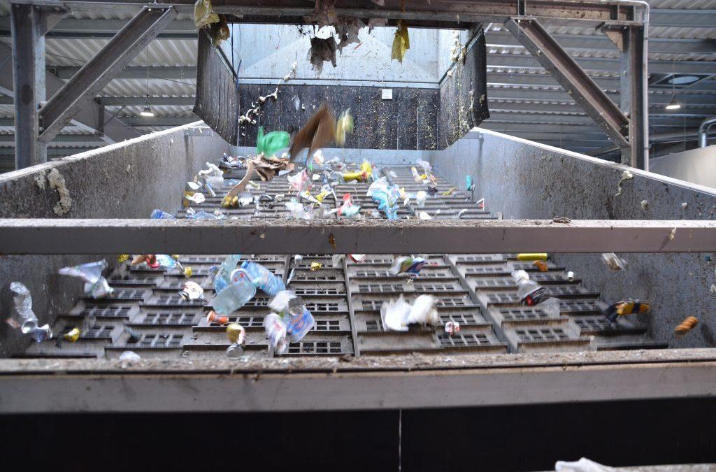 Sortownia śmieci w Warszawie przestała działać. Co z odpadami?