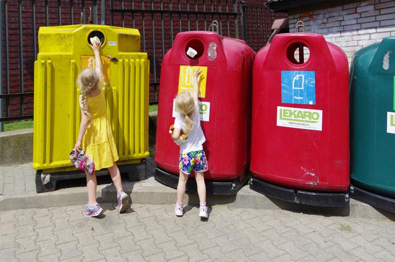 Mandat za wyrzucanie śmieci do jednego worka