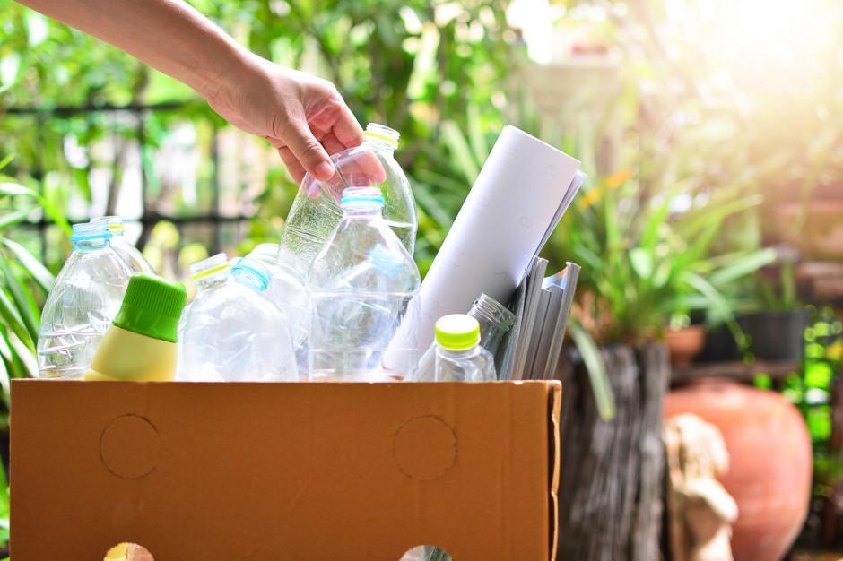 """Wdrażanie """"dyrektywy plastikowej"""" idzie jak po grudzie. Miejskie deklaracje to za mało"""